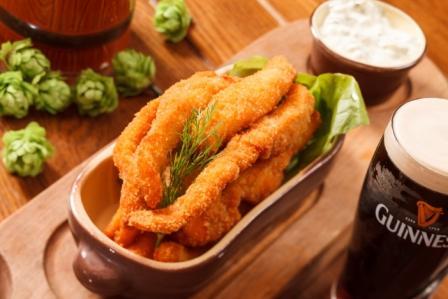 """Бургер, крылышки, ребра, колбаски от 4,25 руб. в пивном ресторане """"Гвоздь"""""""